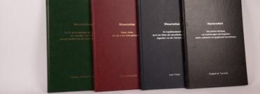 Einband Bachelorarbeit, Diplomarbeit, Masterarbeit, Dissertation in den Farben Dunkelgrün, Schwarz, Dunkelblau und Bordeaux